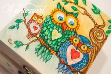 Adrianart - Atelierul în care se pictează povești pe lemn, pe lut, pe material textil.