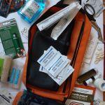 Trusă medicală de urgență și ghid cu noțiuni de prim-ajutor